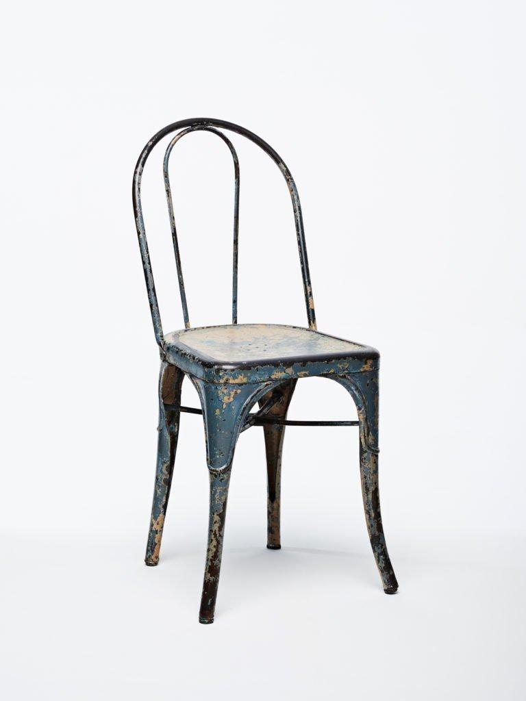 La chaise A présente dans la collection Héritage de chez Tolix