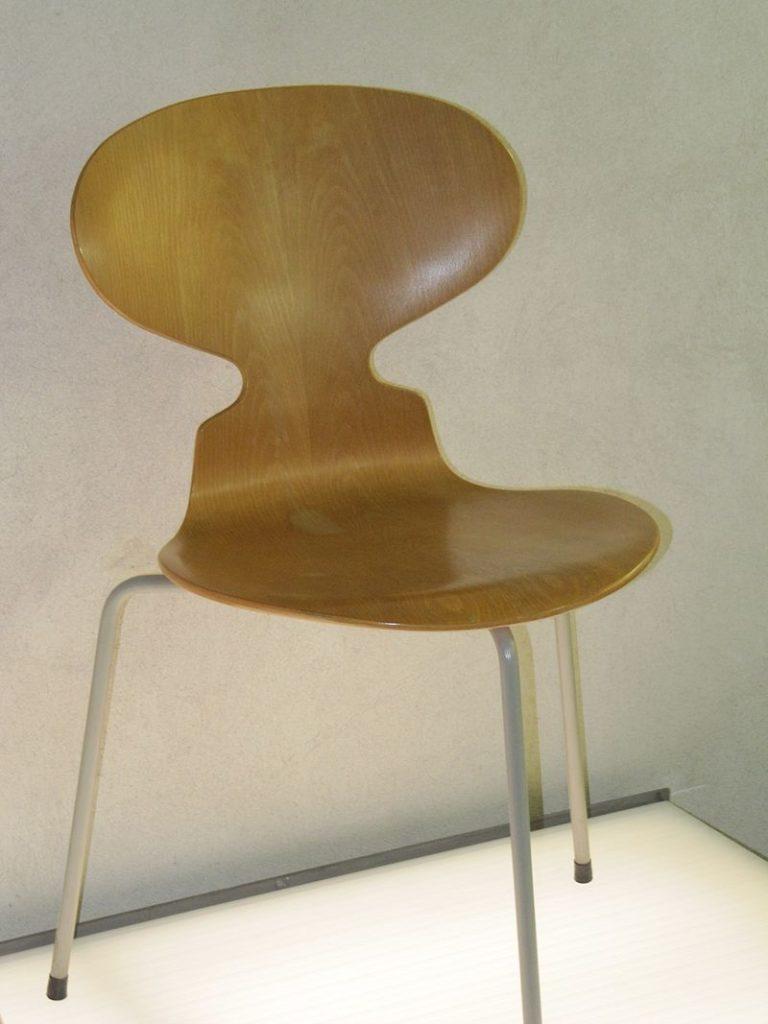 La chaise Fourmi présente au Design Museum Danmark Ant chair