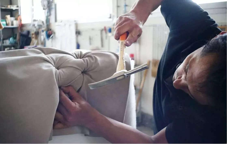 Fabrication artisanale de fauteuils et canapés club